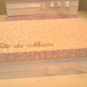 caixa suiça para espumante e bombons bordada